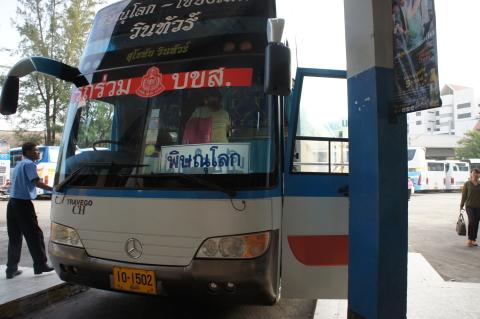 チェンマイからスコータイ遺跡へ行くバス画像