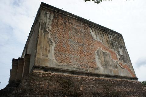 ワット・シー・チュム仏像を覆っている本堂画像