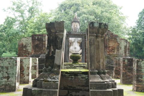 ワット・シー・チュムの横にいらっしゃる仏様画像